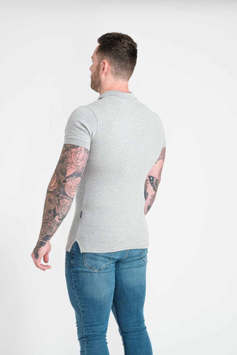 Short sleeve Muscle Fit in grey. A Proportionally Fitted and Muscle Fit Polo. Ideal for muscular guys.