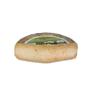 Ecological cheese made from raw sheep's milk in Iberian butter