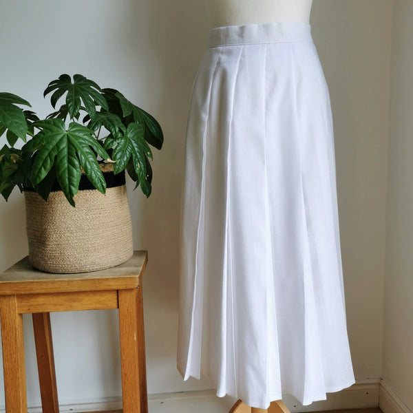 vintage white pleated skirt