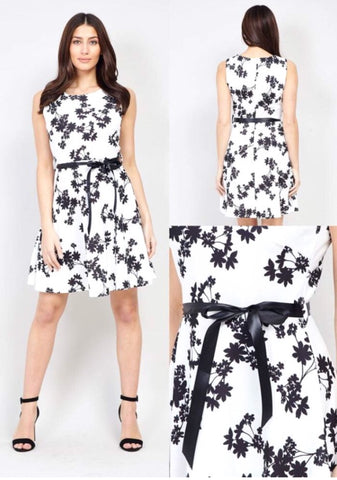 White flower ribbon dress