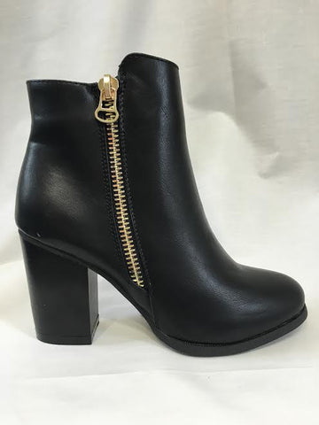Black Leather Zip Detailed Boots