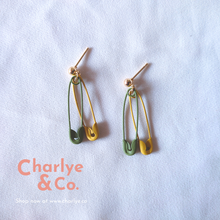 Load image into Gallery viewer, Paper Clips Earrings