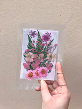Load image into Gallery viewer, Floral Photo Frame