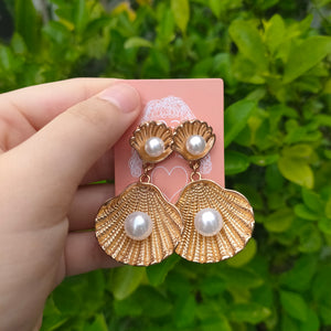Vintage Seashell with Pearl