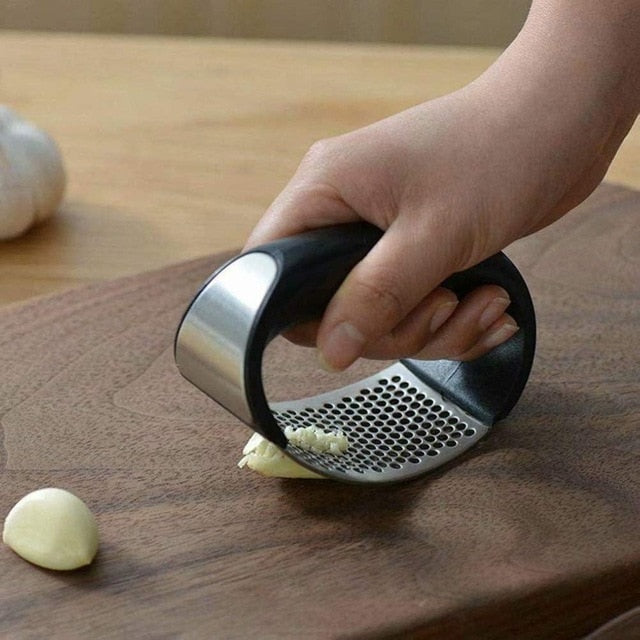 Manual Garlic Press Rocker with Handle Stainless Steel Garlic Crusher Squeezer Slicer Mincer Chopper Kitchen Gadget Tool