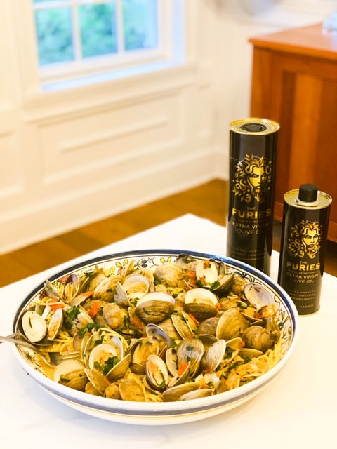 Steamed Little Neck Clams with Fresh Garlic Herb Sauce