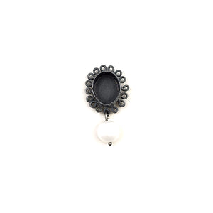 Frilly Pearl Dangle Pin