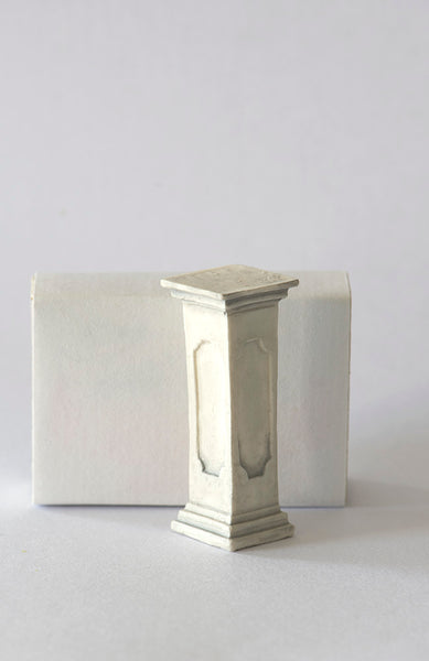 Resin 1/12th Small Pedestal or Plinth, colour Grey