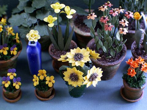 "1/24th Small Sunflower Kit for 1/2"" scale Dollhouses, Florists and Miniature Gardens"