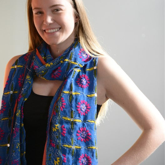 Embroidered and sequined scarf - blue