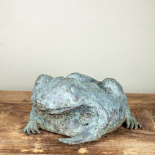 Load image into Gallery viewer, Vintage Brass Garden Frog