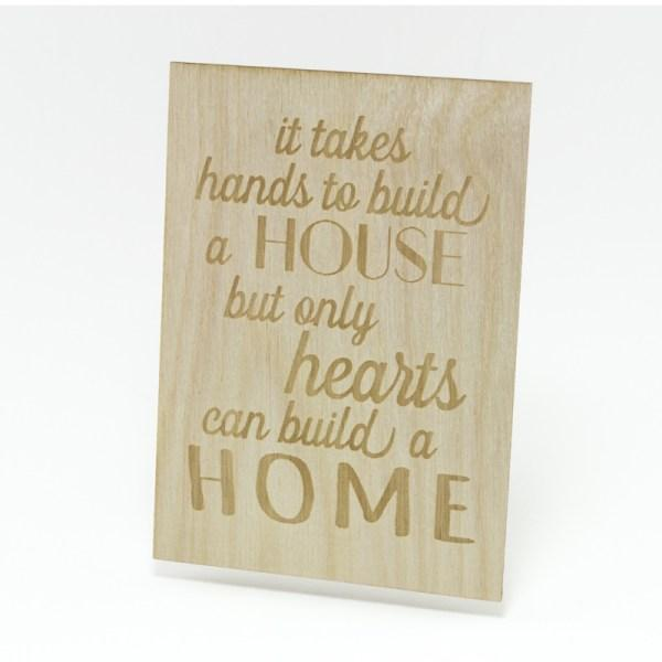Houten Kaart: it takes hands to build a house but only hearts can build a home! - Turtlee Green