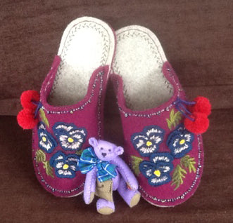 Penny Green made these amazing Joe's Toes slippers and this little bear which is her own design.