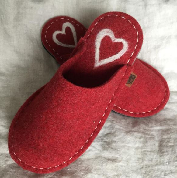Red Felt Slipper - Cream Heart