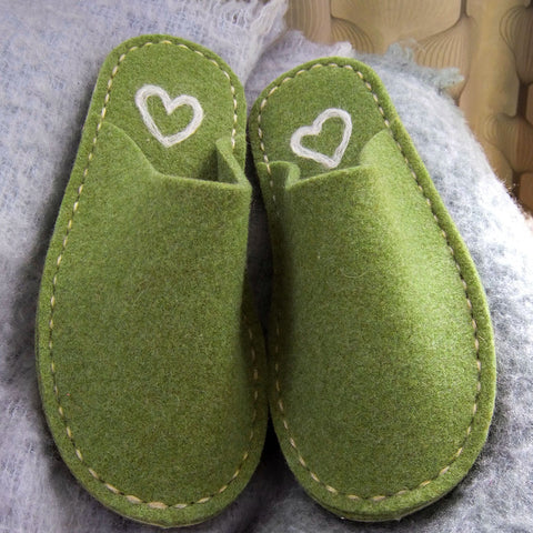 Green Felt Slipper - Cream Heart