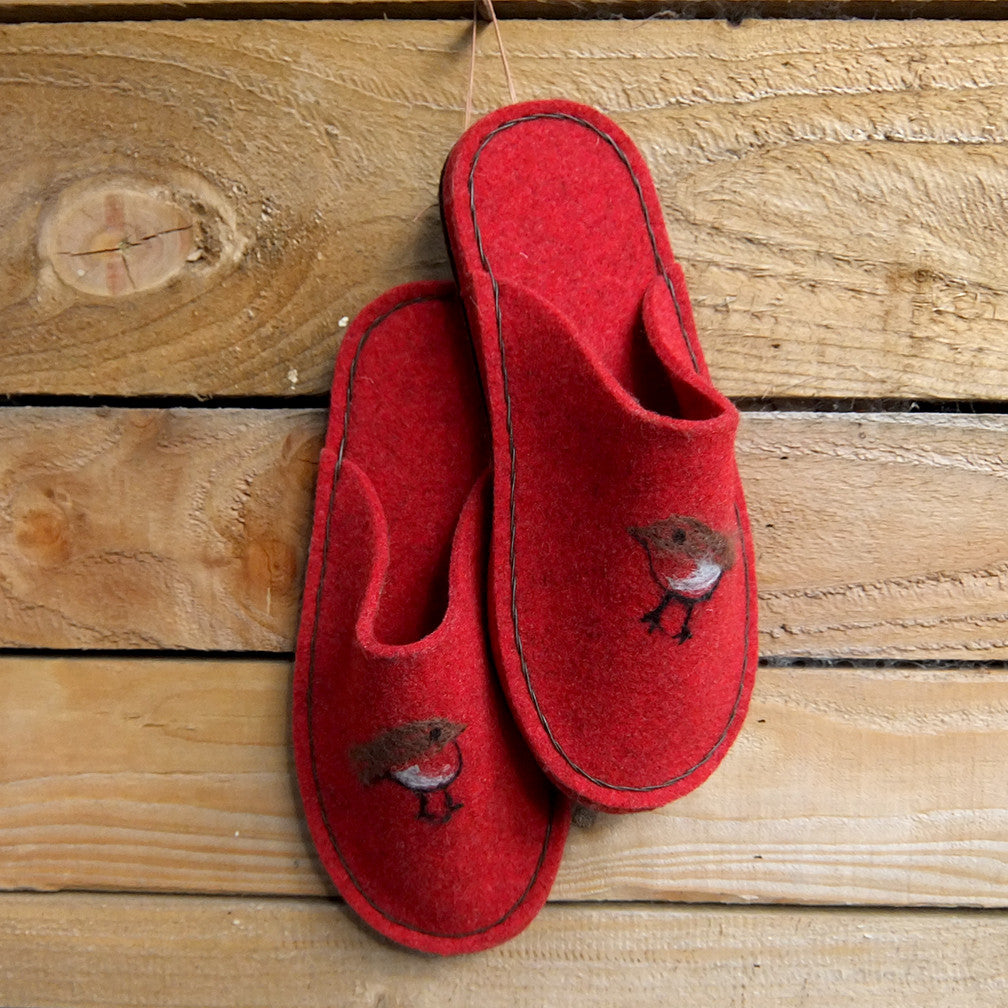 Red slipper with leather sole and robin decoration - Joe's Toes  - 1