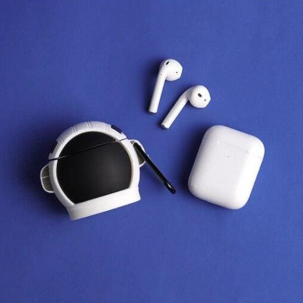 airpod-case-astonaut-open-earphones-apple-carabiner_OPEN