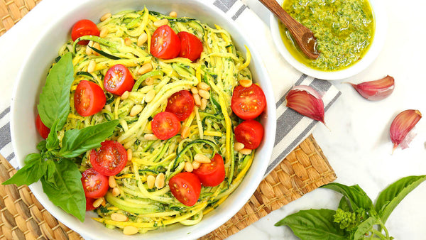 ▷ Vegan Pesto Zoodles | The Brand Decò