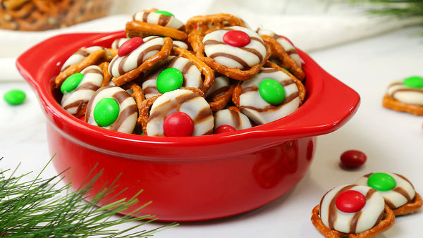 ▷ Festive Pretzel | Easy Cristmas pretzel treats for holiday | The Brand Decò