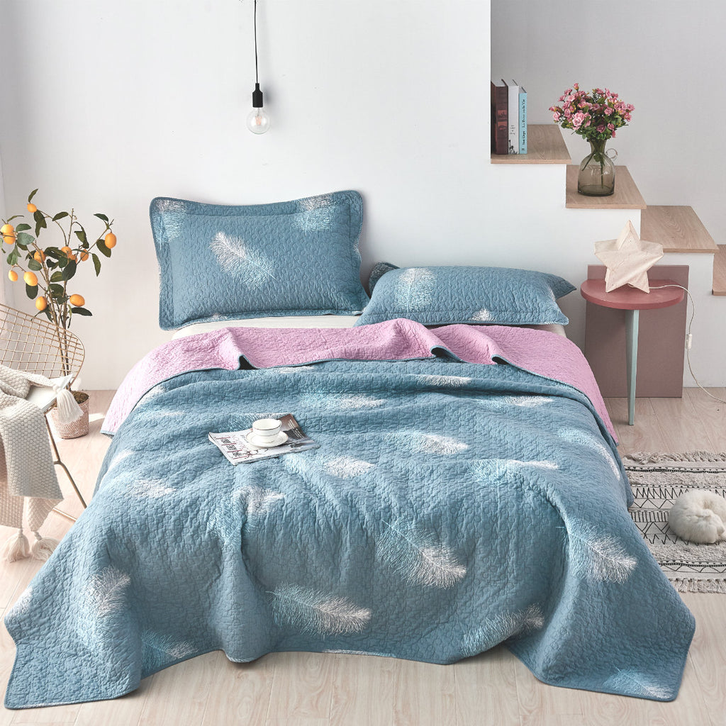 Winging Feathers Floral Cotton Quilt Set