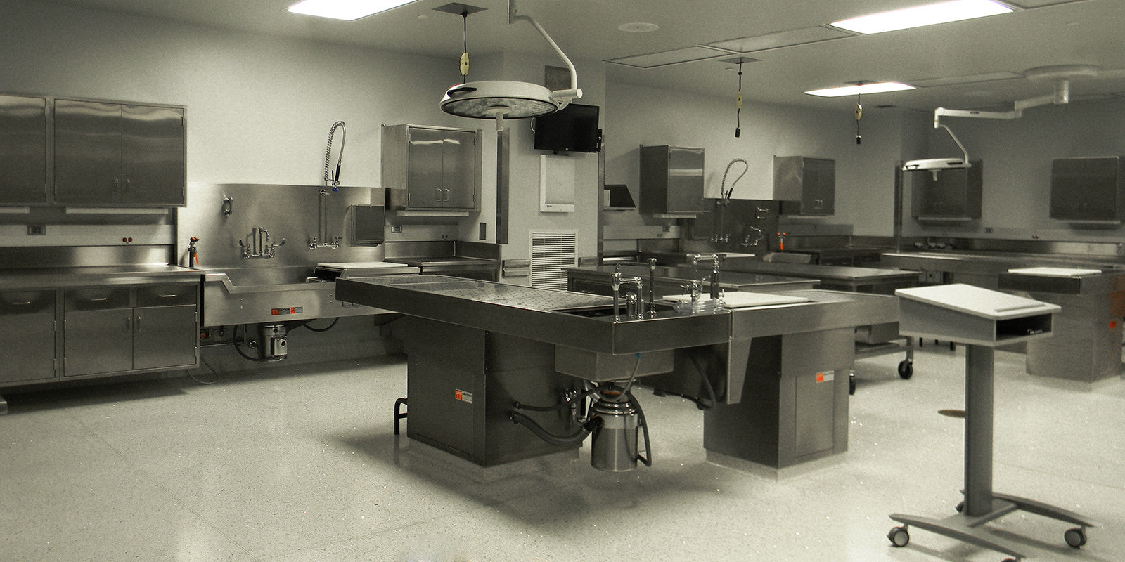 Pedestal-Autopsy-Tables-Postmortem-Equipment