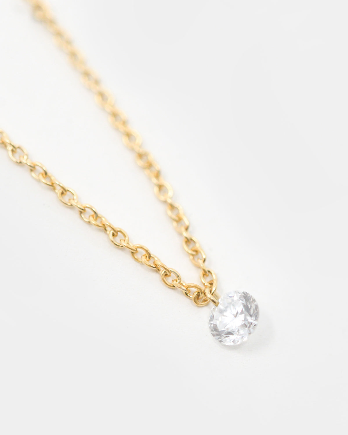 LINDEN SINGLE FLOATING DIAMOND NECKLACE