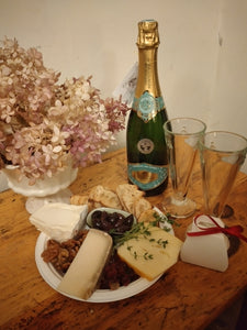 "The ""Mon Amour"" Cheese Platter with Sparkling"