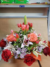 Load image into Gallery viewer, Bouquet 12 - G & J Florist