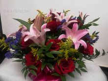 Load image into Gallery viewer, Bouquet 11 - G & J Florist
