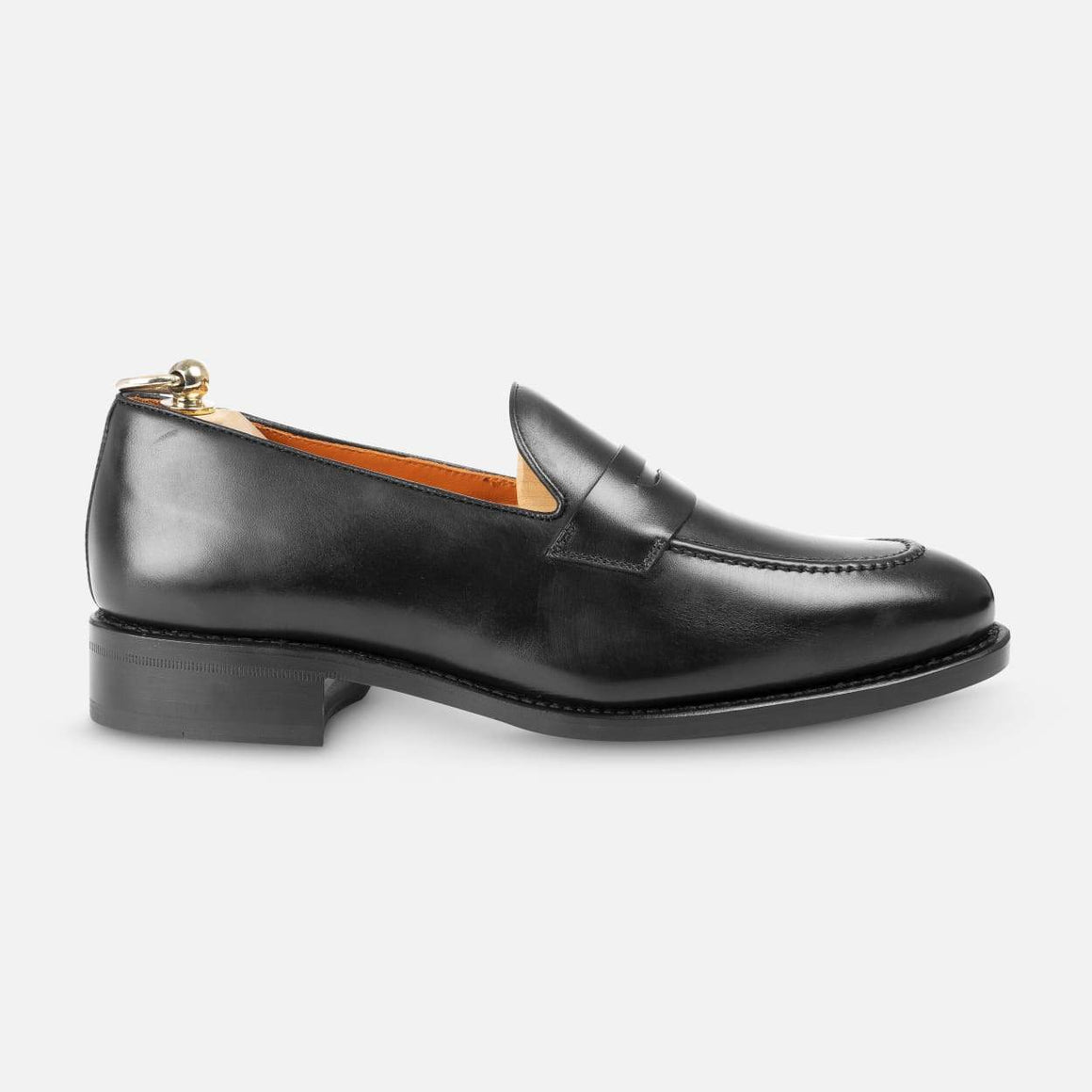 Loafers in Black - Uwamarket