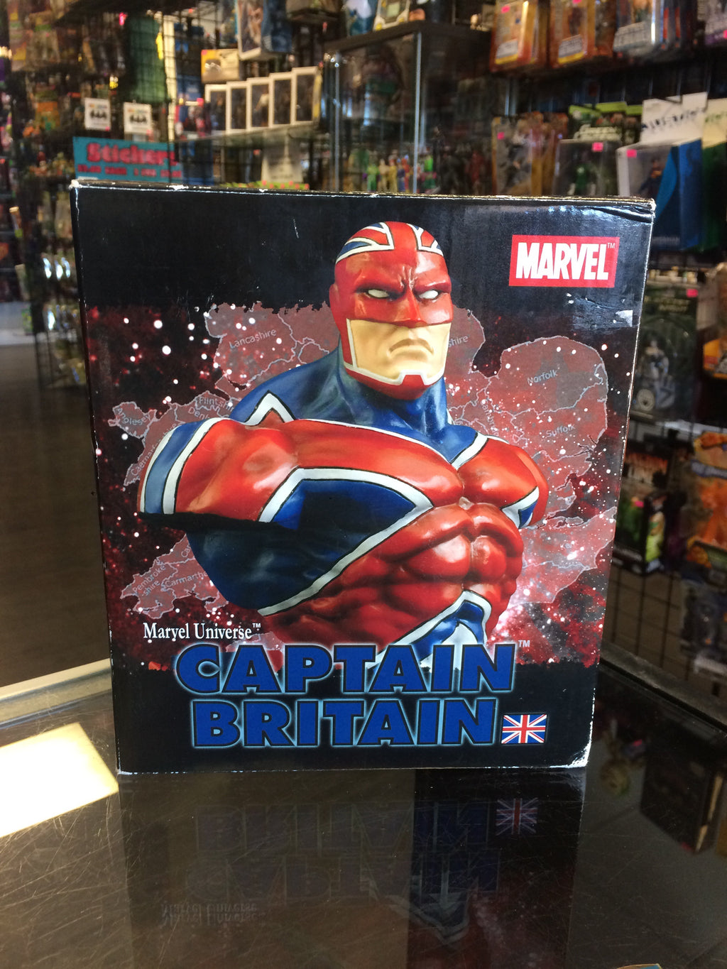 Diamond Select Art Asylum Marvel Universe Captain Britain bust
