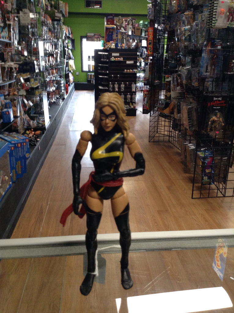 Marvel Legends Giant Man Wave War Bird (Ms. Marvel)