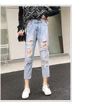 Load image into Gallery viewer, Loose Ripped Jeans