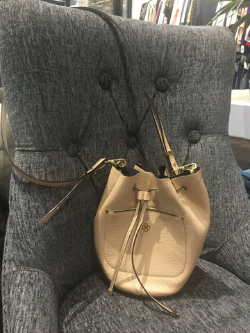 ANN TAYLOR Tan Leather Bucket Crossbody: Small