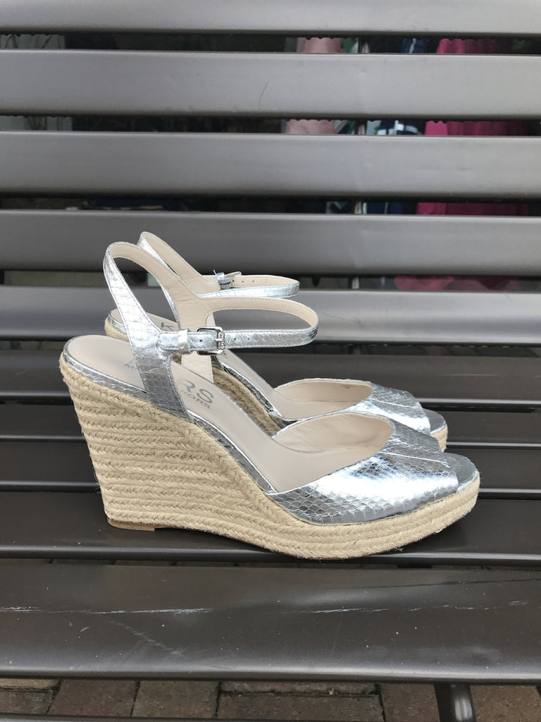 Michael Kors Silver Metallic Espadrilles Wedge Sandals: Sz 11