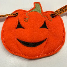 Load image into Gallery viewer, Halloween Pumpkin Bunting - set of 4