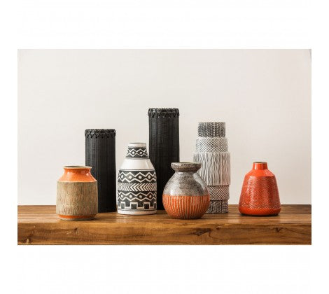 The Monochrome Earthenware