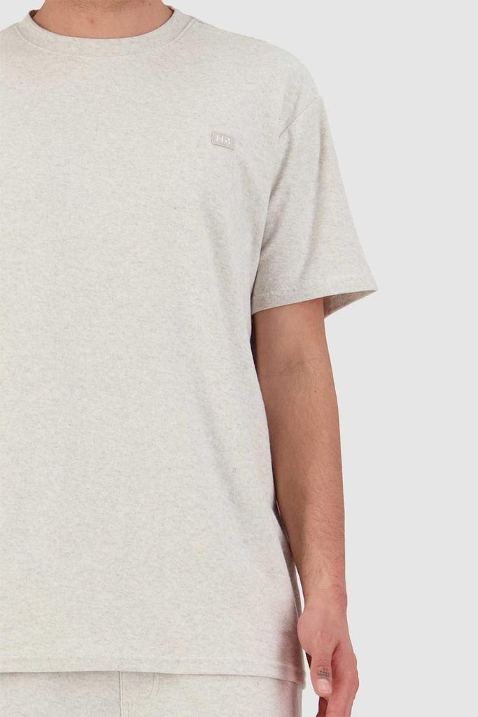 HUFFER Looped Sup Tee Oat Marle Front Detail