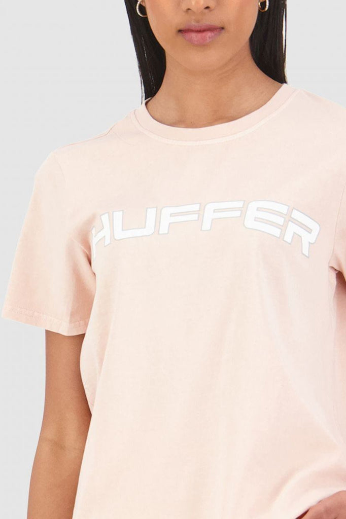 HUFFER Honors Stella Tee Gum Pink Close up