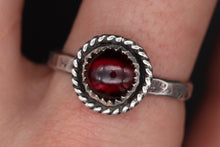 Load image into Gallery viewer, Size 10 Garnet Ring