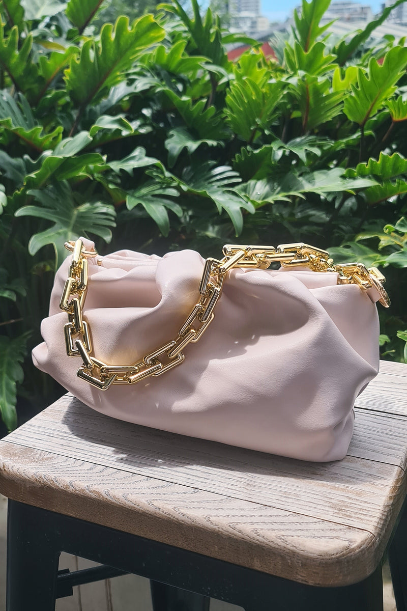RUCHED CHAIN POUCH BAG CREAM