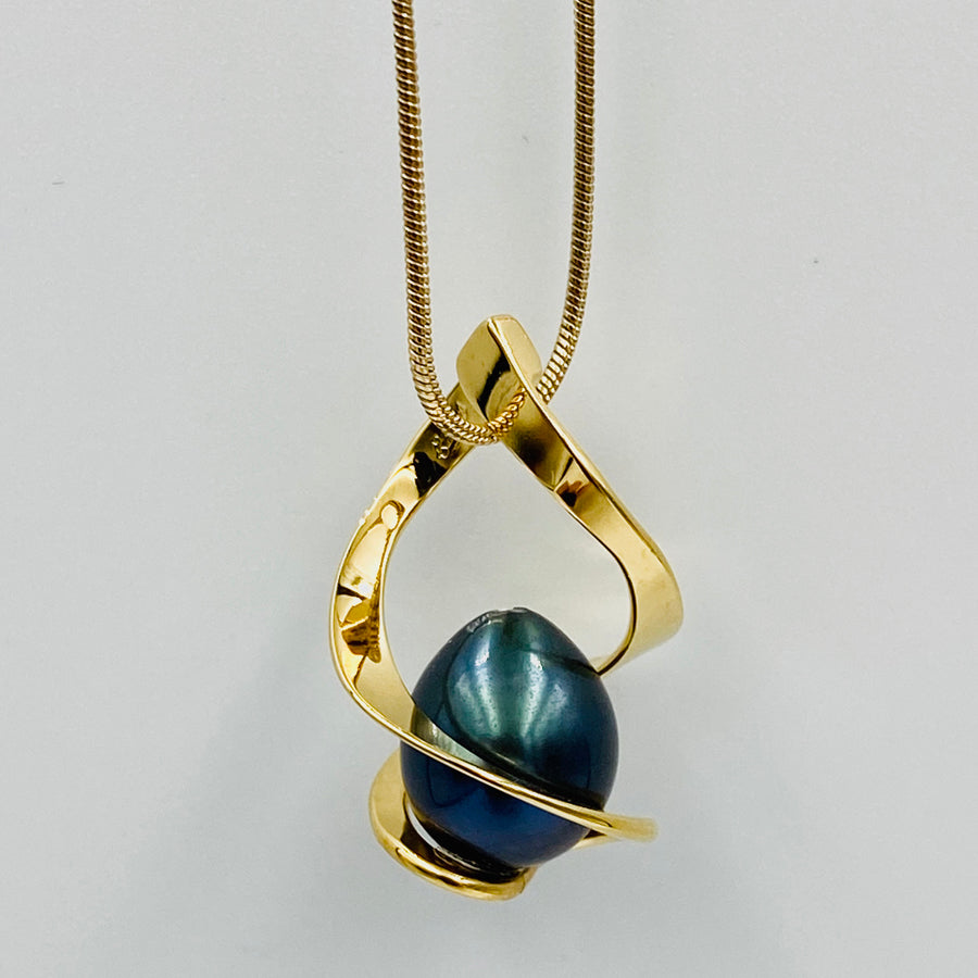Twist sterling silver gold plated black fresh water pearl pendant