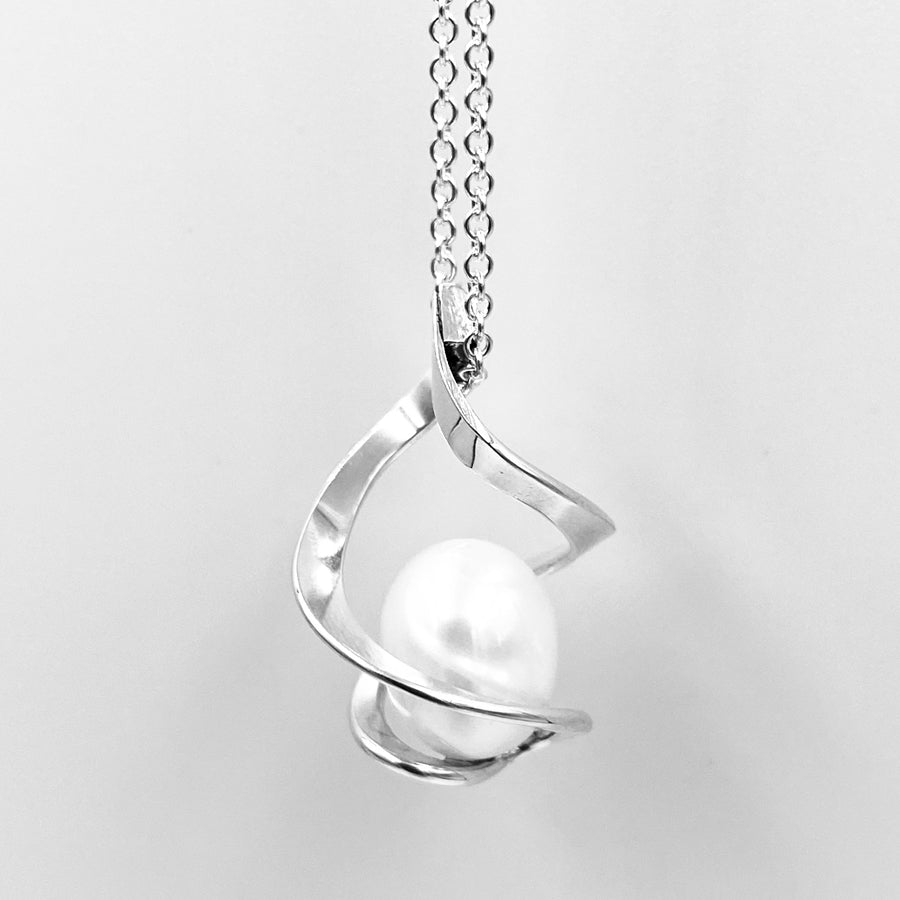 Twist sterling silver white fresh water pearl pendant