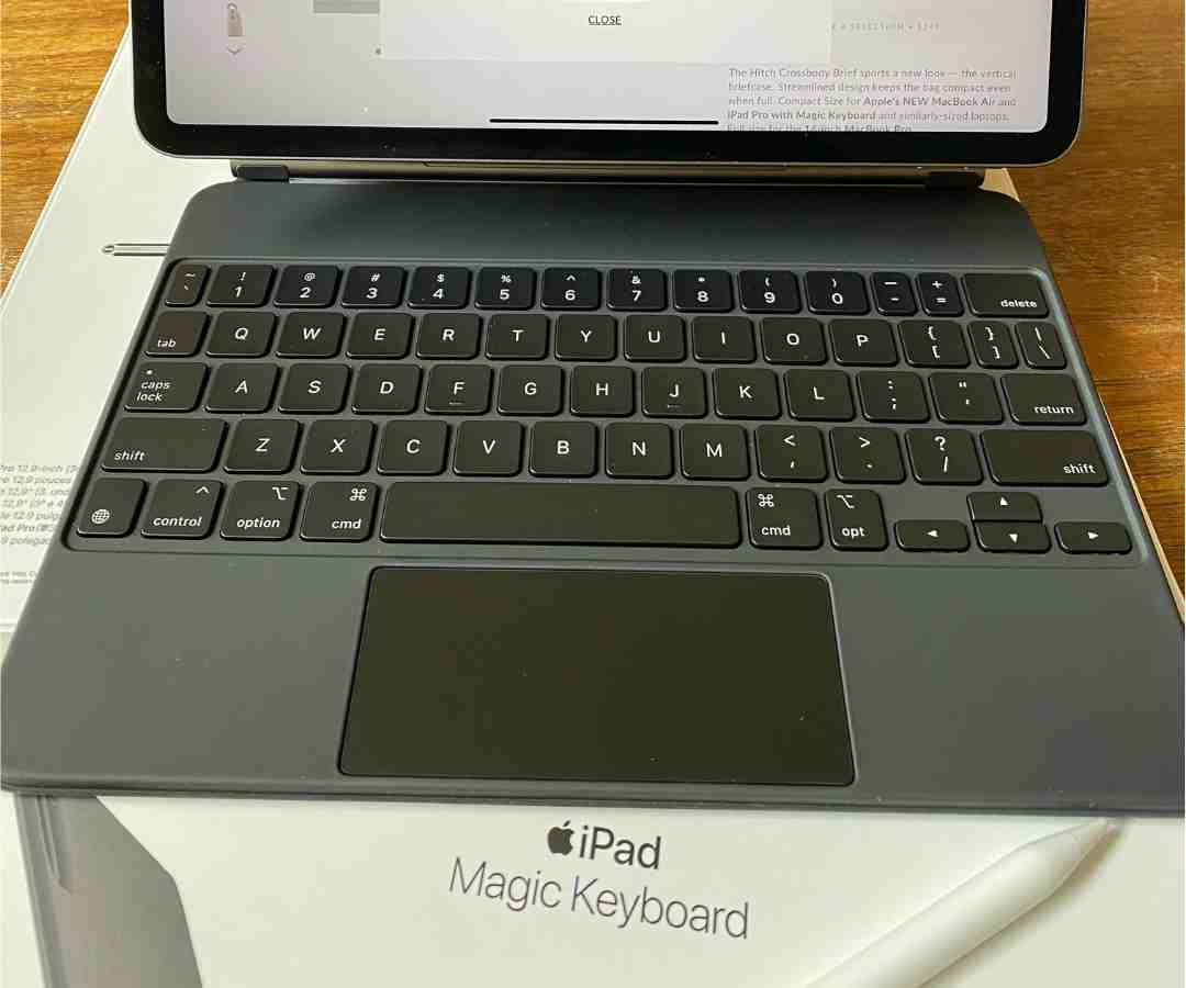 DAY 42, Apr. 27 - The Apple Magic Keyboard arrives!