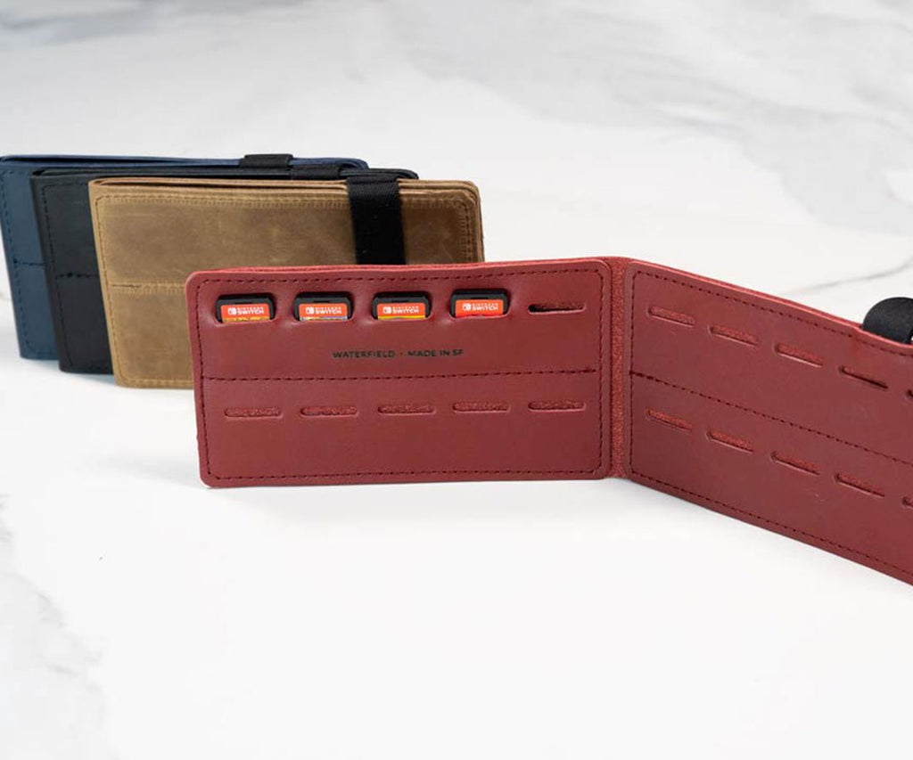 Optional: 20-game leather Card Wallet (not included)