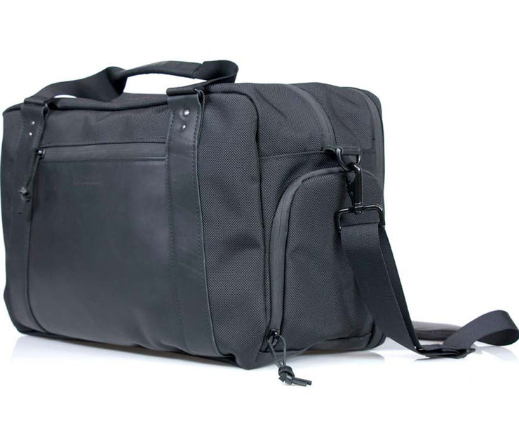 Includes a removable suspension shoulder strap