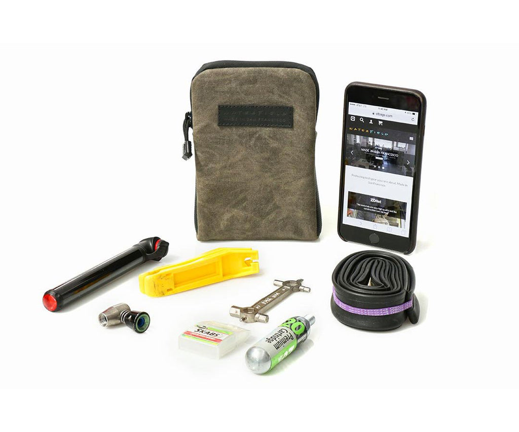 The vertical Cycling Club Pouch for tools and iPhone XS Plus