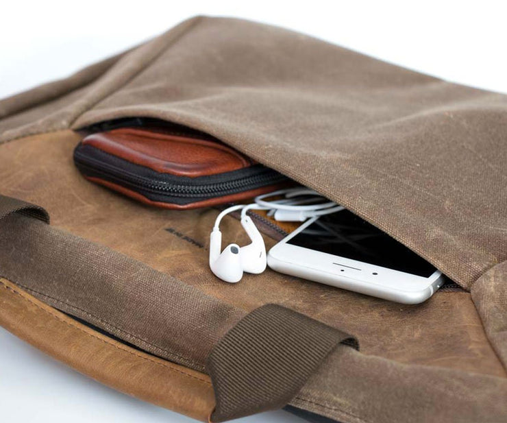 Front pocket carries small gadgets without bulging
