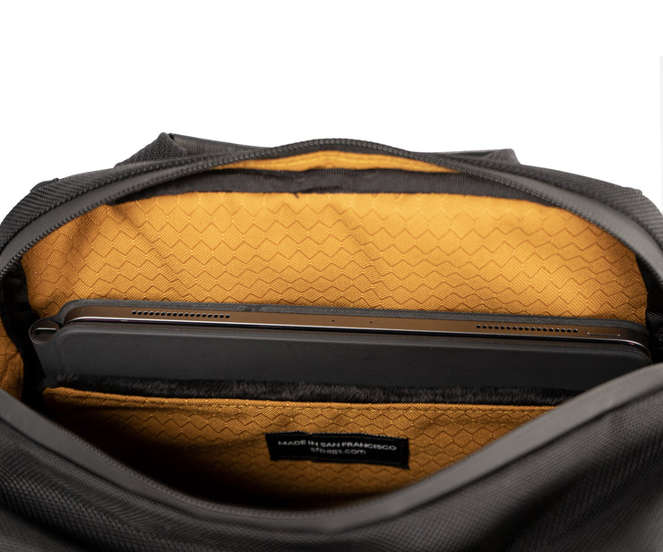 Padded compartment for 13-inch laptops
