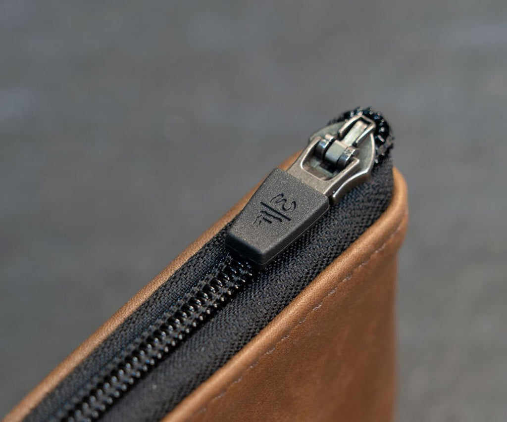 Self-locking zipper